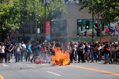 VIDEOS+FOTOS | Saqueos y barricadas en Providencia provocan el enojo de Matthei