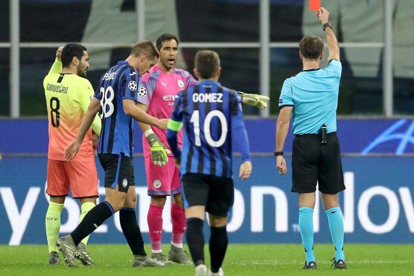 Champions: Claudio Bravo entró y fue expulsado en empate del City ante Atalanta