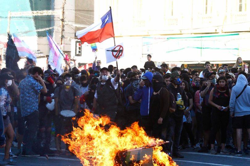 Balance en Valparaíso: 35 lesionados y 52 detenidos en manifestaciones