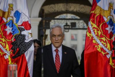 """Piñera cita al Consejo de Seguridad Nacional y anuncia urgencia para proyecto de ley """"antiencapuchados"""""""