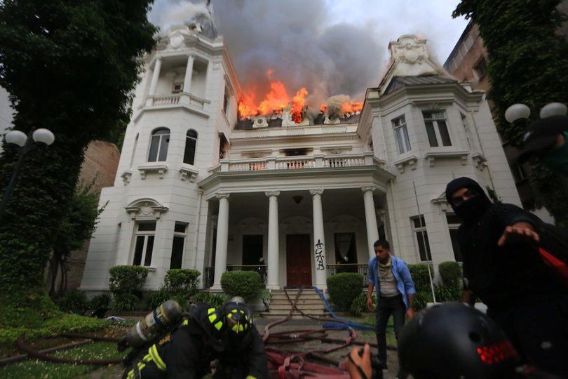 Detienen a tres sospechosos por eventual participación en incendio que afectó a UPV