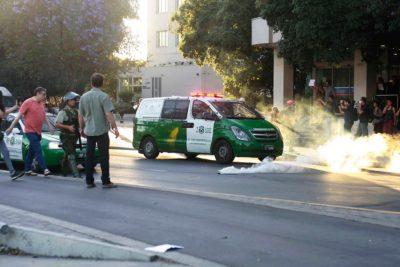VIDEO | Carabineros detuvo a manifestante armado en plena Alameda gracias a dron