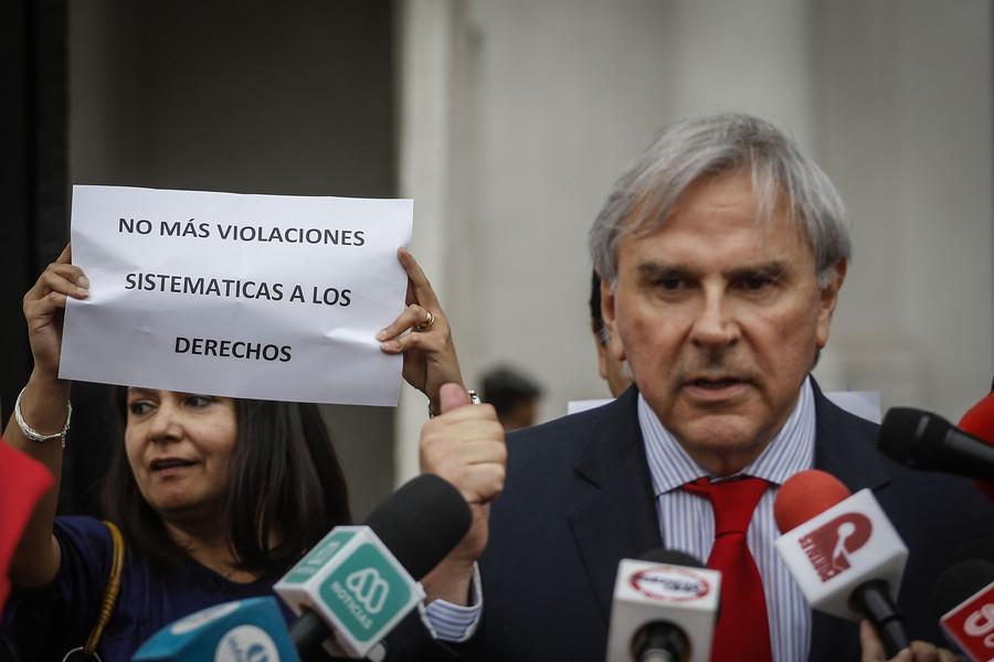 """""""Asociación de funcionarios de Segpres y Segegob protestaron en La Moneda"""""""