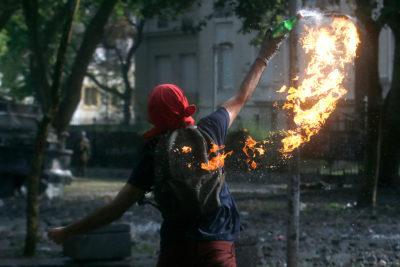 Informe policial: 39% de los detenidos por bombas molotov son menores de edad