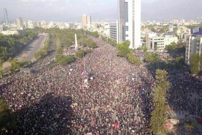 Carabineros: 3,7 millones de personas han participado en manifestaciones en todo el país