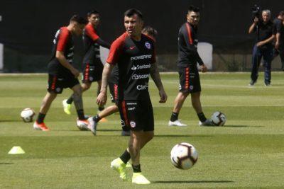 """Medel y negativa a jugar ante Perú: """"Al llegar a Chile cambiamos de opinión"""""""