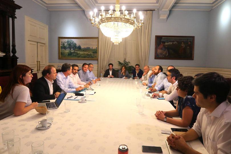 Histórico acuerdo político: plebiscito determinará mecanismo para construir una nueva Constitución