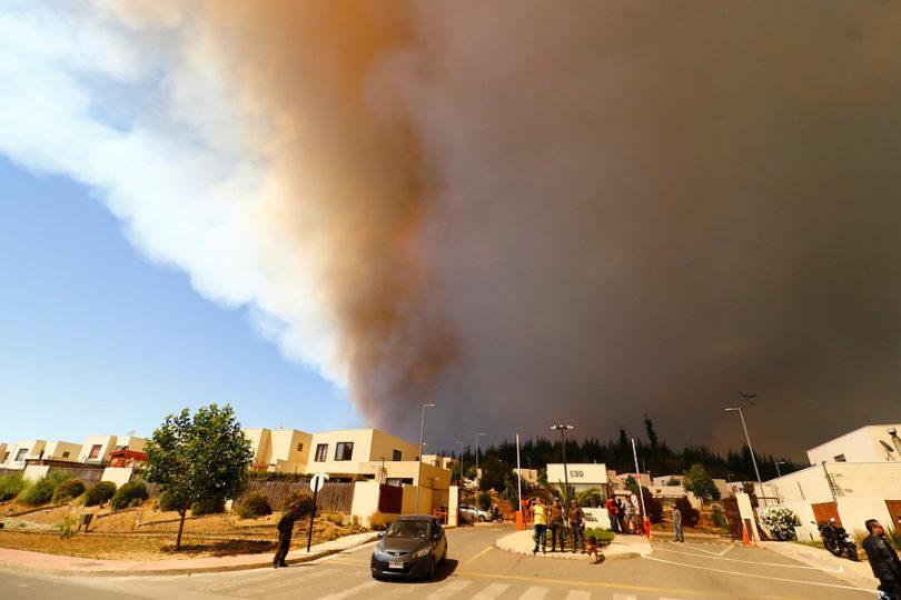 Carabineros detuvo a dos sujetos sorprendidos generando focos de incendio en Valparaíso