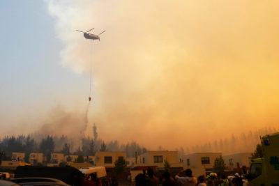 Valparaíso: Gobernador alerta que fuego comienza a afectar viviendas