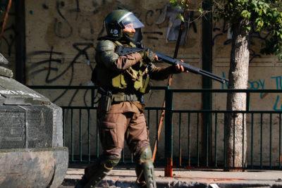 Carabineros de Fuerzas Especiales serán reentrenados para usar escopetas antidistubios