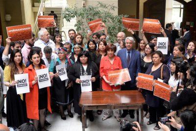 Oposición presenta acusación constitucional contra el Presidente Piñera