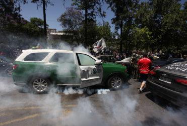 VIDEO | Nuevo ataque a radiopatrulla de Carabineros deja cinco heridos