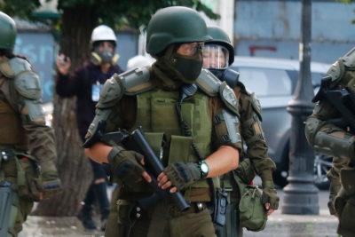 """Carabineros: """"Se pueden haber cometido errores"""" tras conocer informe de HRW"""