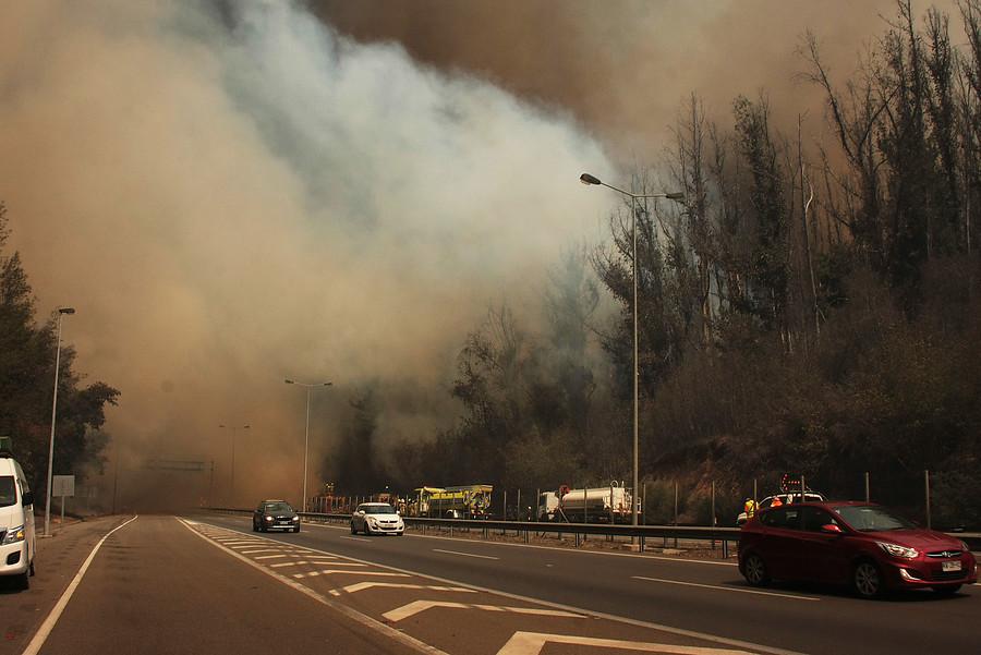 """""""Mantienen Alerta Roja para la comuna de Valparaíso por incendio forestal"""""""