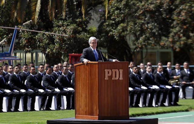 """Piñera a nuevos PDI: """"Estamos enfrentando un enemigo poderoso e implacable"""""""