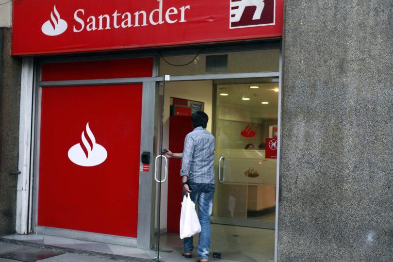 Clientes de Banco Santander podrán compensar la huella de carbono asociada a sus transacciones