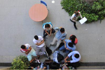 Speak and Play: ¿en qué consiste el sistema de estudio que busca que aprendas inglés como si estuvieras en el extranjero?