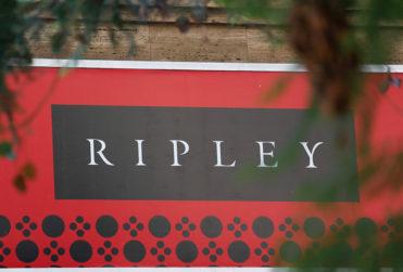 ¿Trabajadores de Ripley en Mall Los Domínicos expulsaron a un funcionario de Carabineros?