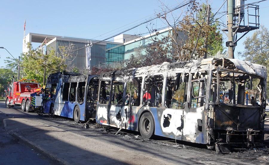 """""""Un total de 2.371 buses han sido vandalizados en las últimas dos semanas en la Región Metropolitana"""""""