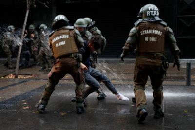 Coyhaique: apoderados denunciaron que Carabineros pidió información sobre estudiantes que asisten a manifestaciones