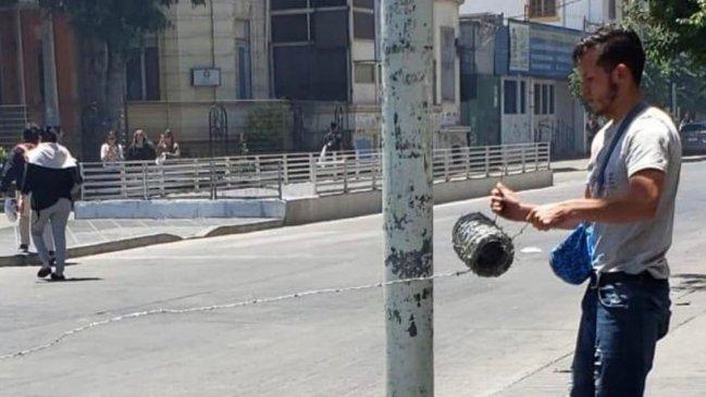Justicia aplicó Ley de Seguridad del Estado a joven que instaló alambre de púas en la calle