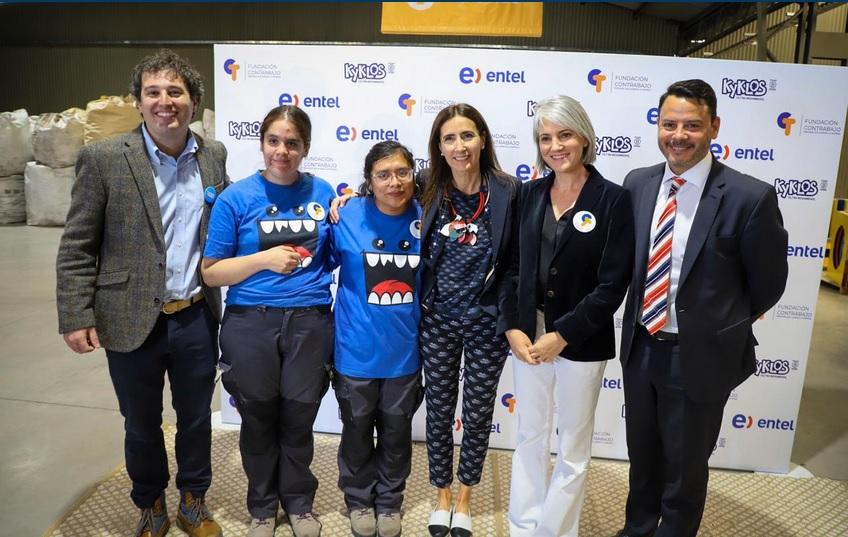 Ministra del Medio Ambiente visita el primer Centro Inclusivo de Reciclaje en Chile