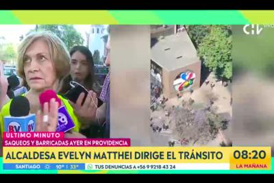VIDEO | Providencia post saqueos: Matthei dirige el tránsito y se enfrenta con CHV