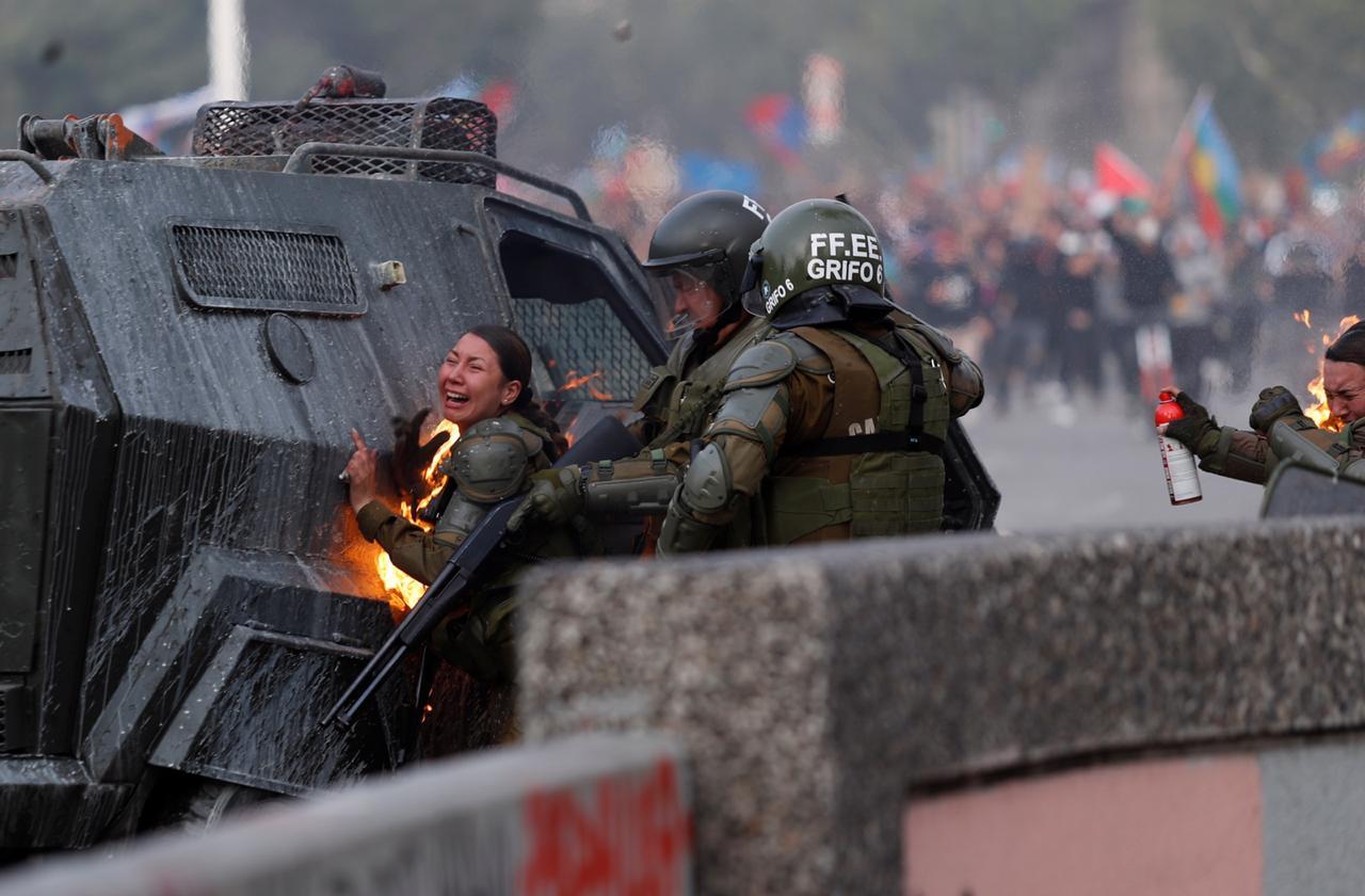 Carabinera herida con bomba molotov se querelló por homicidio frustrado