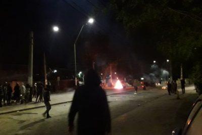 VIDEO | Vecinos se enfrentan a Carabineros en violenta jornada en Lo Hermida