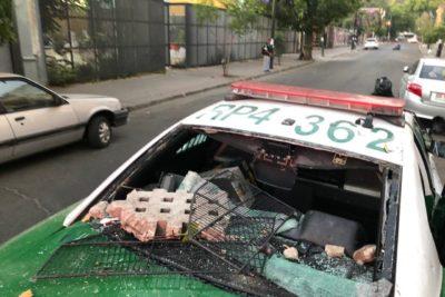 VIDEO + FOTOS | Turba ataca radiopatrulla de Carabineros en Recoleta: Jadue denuncia heridos