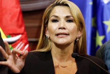 """Quién es Jeanine Añez, la desconocida y """"autoproclamada"""" presidenta interina de Bolivia"""