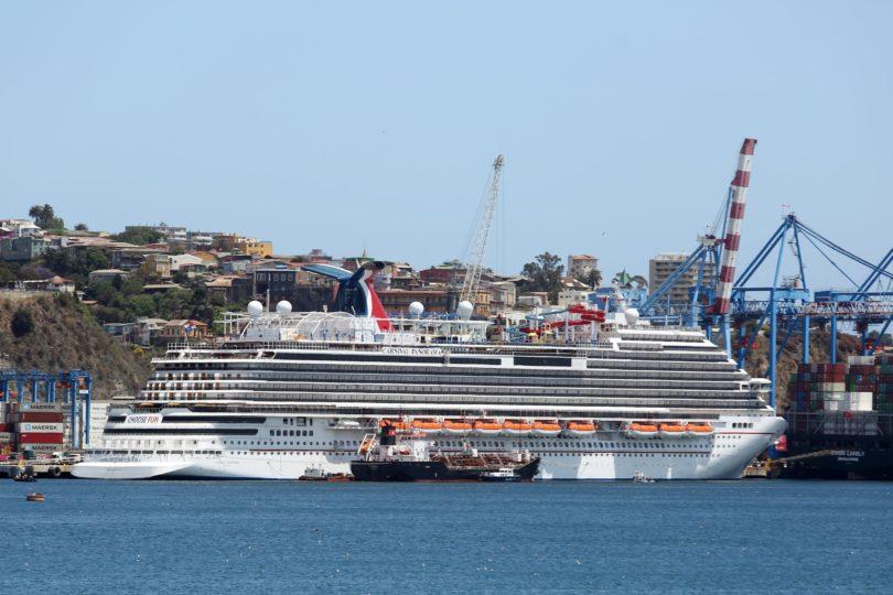 La información falsa que difundió intendente sobre crucero que zarpó de Valparaíso