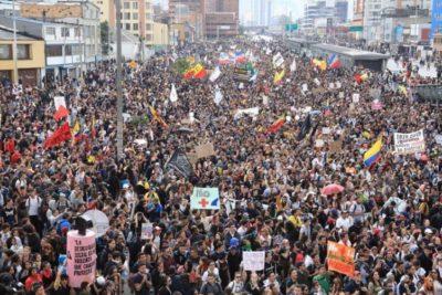 Estallido social en Colombia: masivas protestas y represión policial dejan tres personas muertas