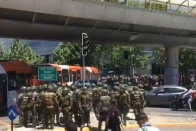 Masiva manifestación se registra en las afueras del Costanera Center