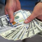 Dólar cerró la jornada a la baja y quedó por debajo de los 850 pesos