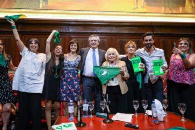 Presidente electo de Argentina enviará proyecto de despenalización del aborto