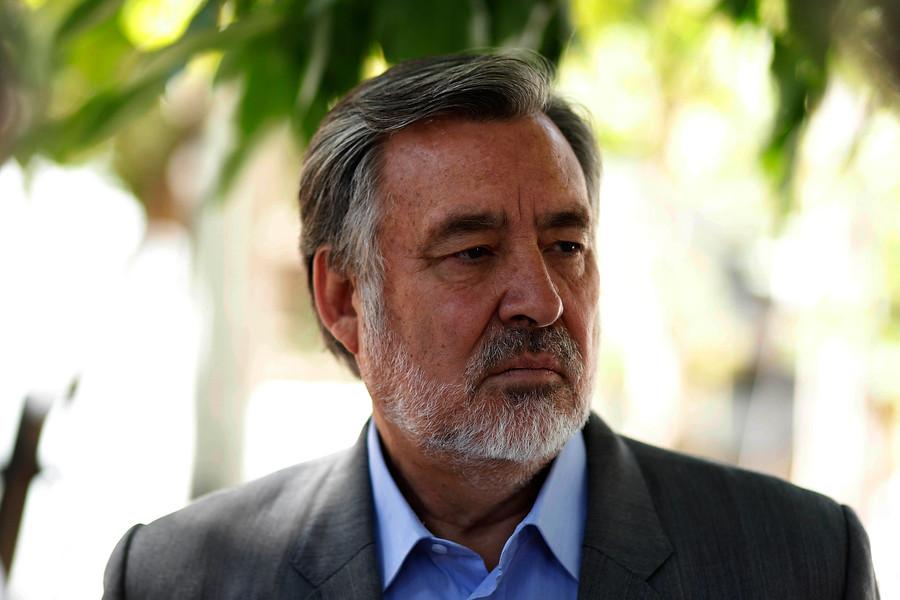 """Alejandro Guillier exige a Piñera realizar elecciones anticipadas: """"El tiempo se acabó"""""""