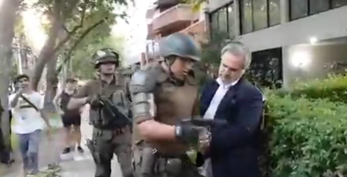 """""""Las Condes: Carabineros aclara detención de hombre que habría amenazado con un"""