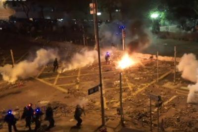 """Policía de Hong Kong amenaza con utilizar balas reales para """"calmar"""" las protestas"""