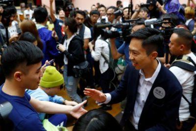 Con récord de participación, prodemócratas arrasan en las elecciones municipales de Hong Kong