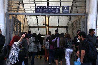 Estación Plaza Puente Alto alcanzó a estar 5 horas abierta: Metro debió cerrarla por manifestaciones