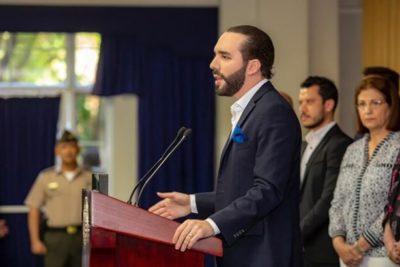 """El Salvador expulsa a diplomáticos venezolanos y Maduro los trata de """"peleles"""""""
