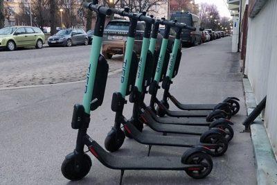 Singapur castigará con cárcel a quienes usen scooters eléctricos por la vereda