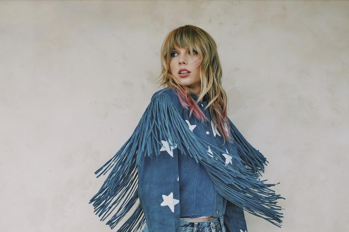 """""""No sé qué más hacer"""": Taylor Swift pide ayuda a sus fans para poder cantar sus canciones"""