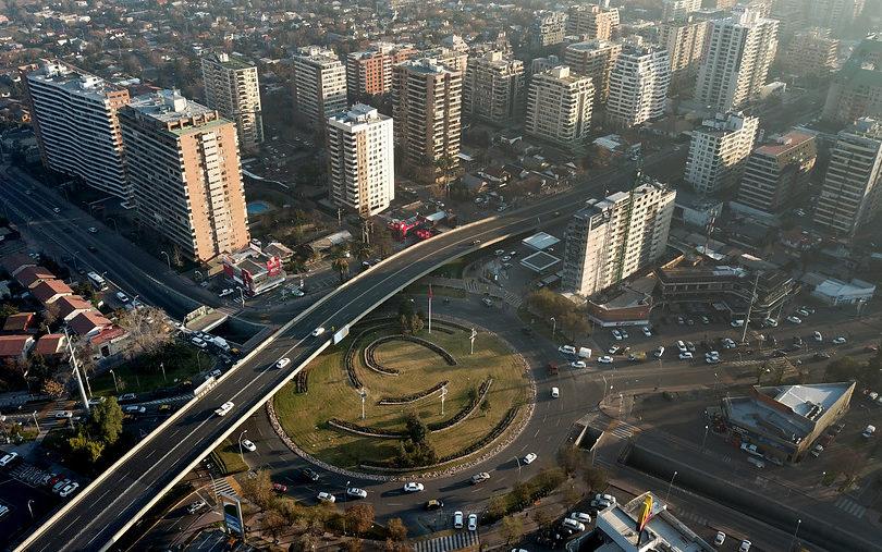 Patrimonio inmobiliario: mientras Europa elimina el impuesto, Chile busca reponer ley de 1968