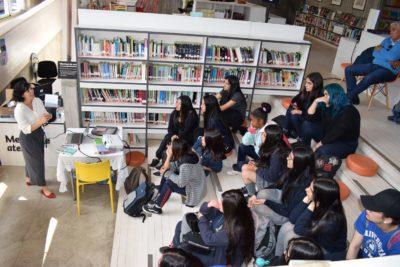 Los detalles del encuentro de la escritora española Cristina Bou con estudiantes de Constitución