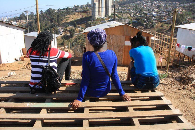 Estudio asegura que inmigrantes perdieron interés de nacionalizarse y quedarse en Chile