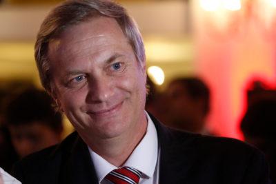 """José Antonio Kast: """"Piñera ya no gobierna, sino que administra y administra mal"""""""