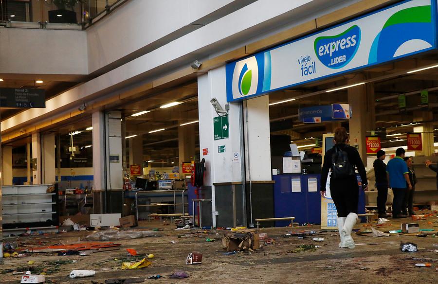 Walmart reubica a más de 4 mil trabajadores de locales destruidos y anticipa despidos
