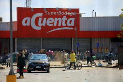 Sin supermercados ni bancos: tres comunas de Santiago quedaron sin estos servicios tras estallido social